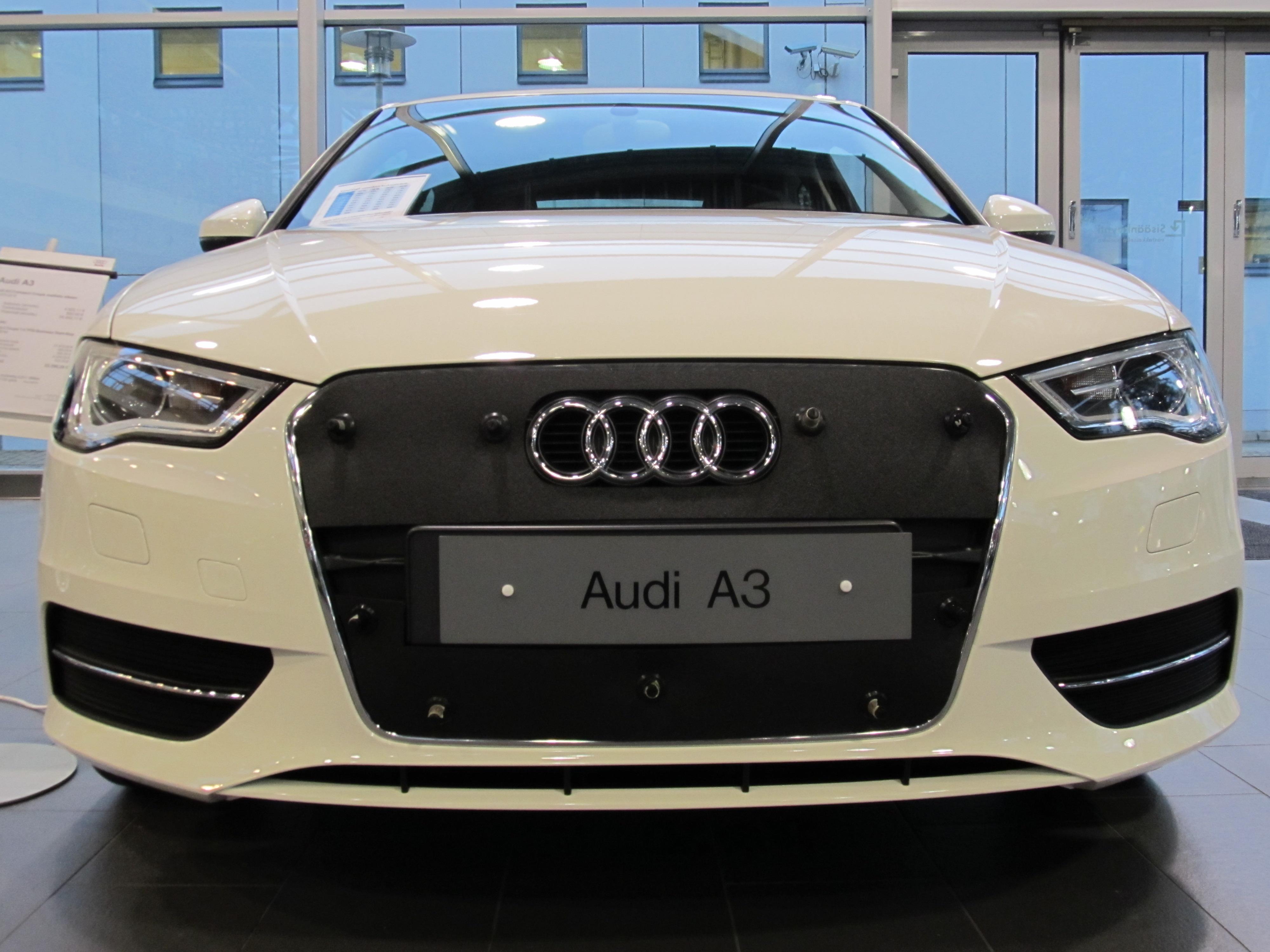 Maskisuoja Audi A3 2009-2012